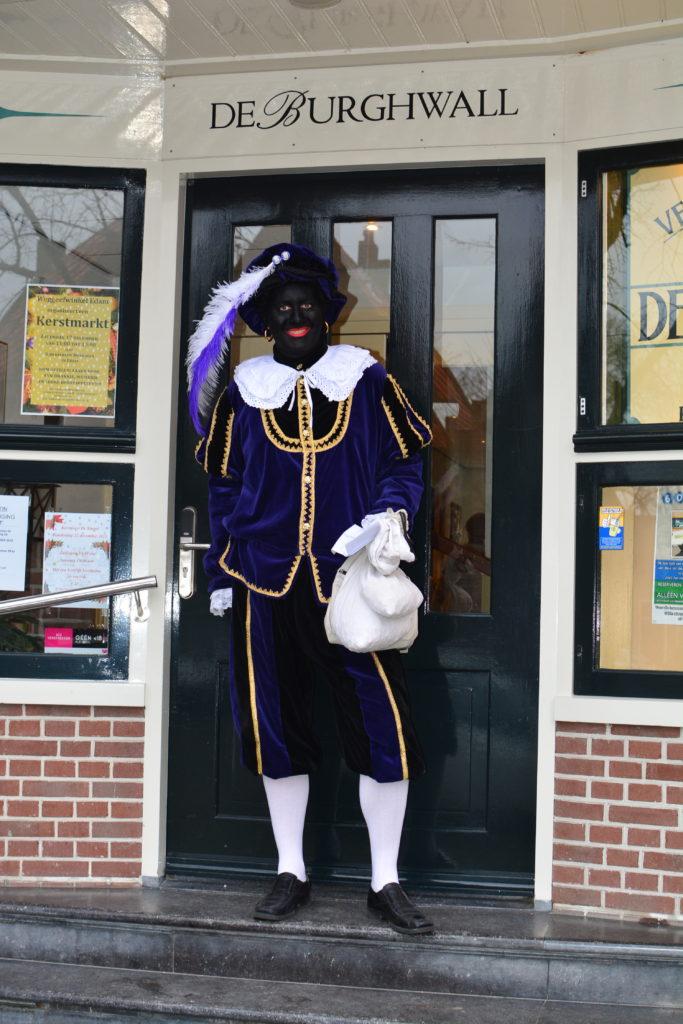 Zwarte Piet bezoekt de Burghwall